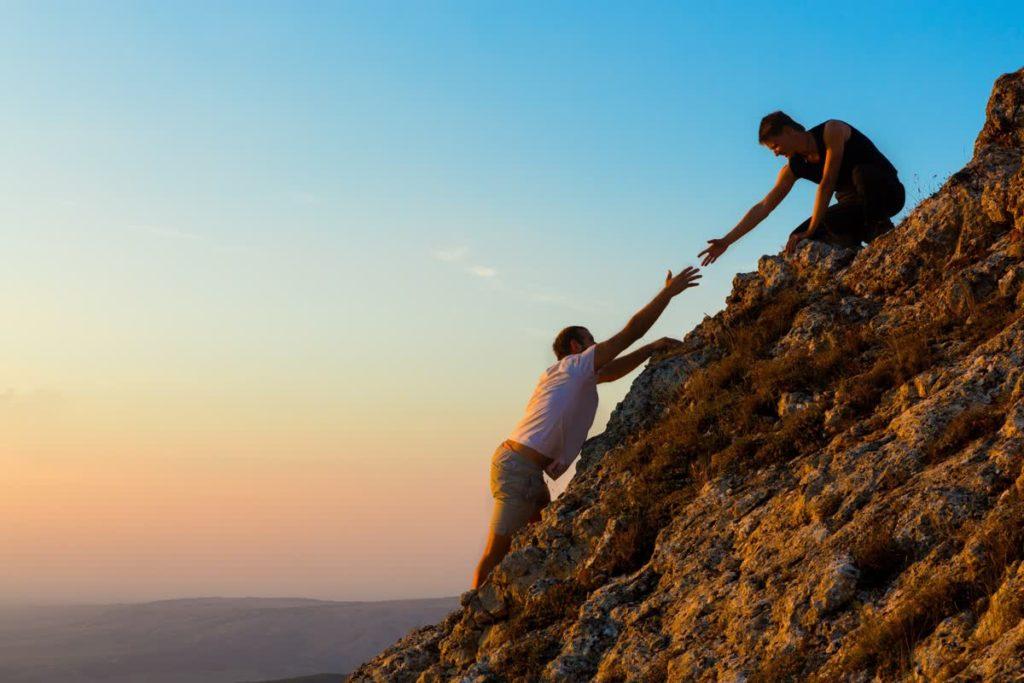 2 גברים מטפסים